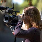 Девушка видеооператор
