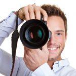 Профессиональный фотограф с фотокамерой